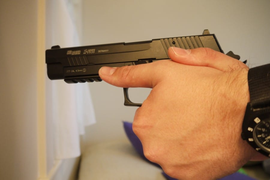 How to grip a handgun