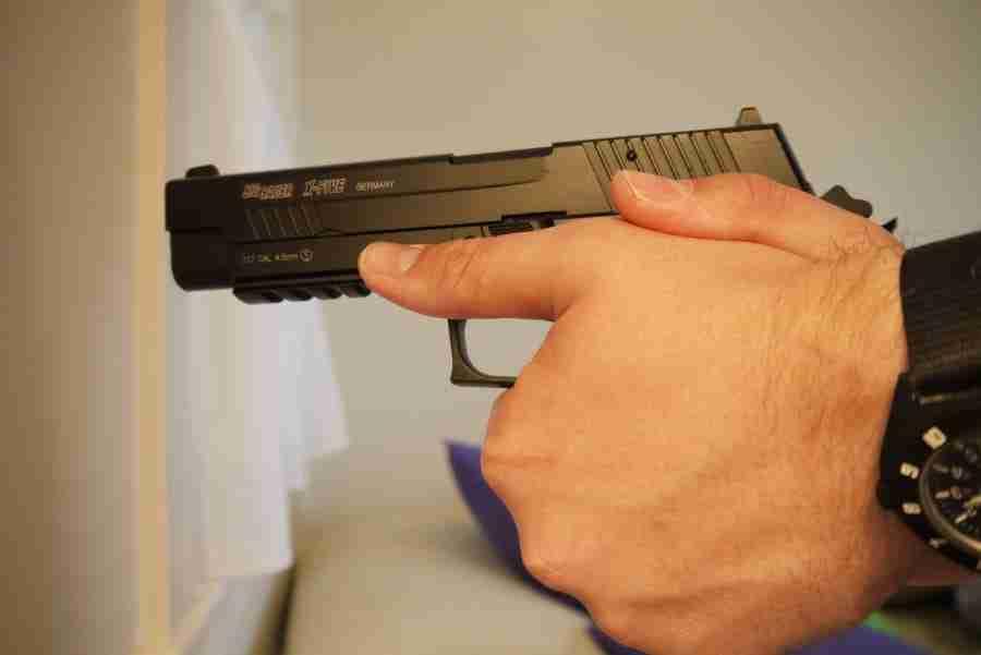 How to grip a handgun