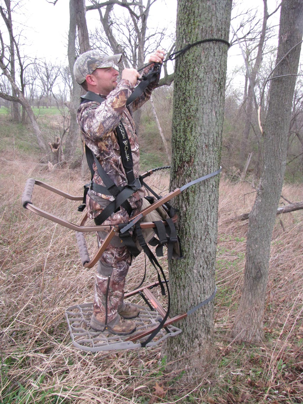 Climber how to build a tree stand to get on the tree captainhunter